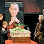Колега Валерія Золотухіна: Театром він не переймався - то актрис лапав, то з перепою мучився