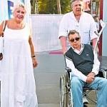 Дружина Миколи Караченцова посадила його в інвалідний візок