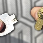 Как вынуть сломанный ключ из замка?